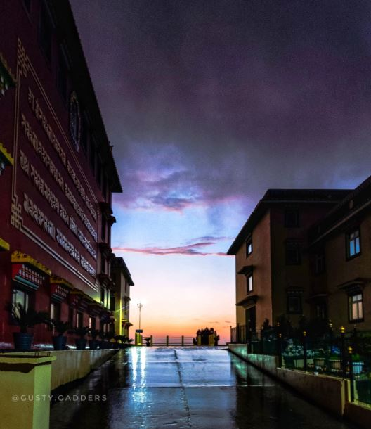 An evening at Nyingyang Monastery, Bir Billing